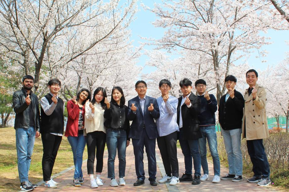 FPEL group photo of cherry blossom day 이미지